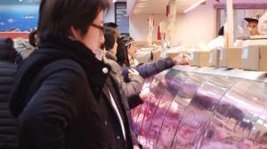 大雪即将袭击纽约 民众超市抢购物资