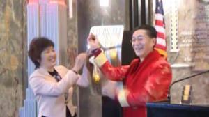 纽约帝国大厦庆中国新年 美猴王灯光秀点亮纽约夜