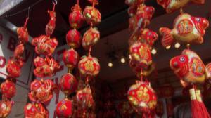 华人喜迎新春  家人团聚拜年传统不能忘