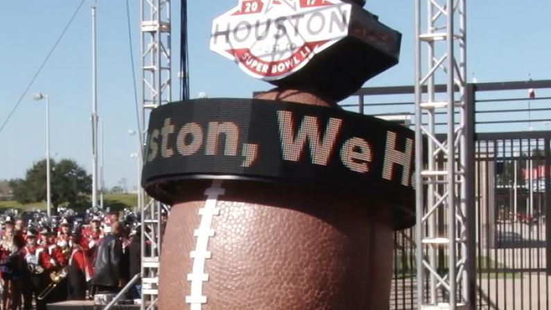 休斯敦市揭幕2017超级碗倒计时牌