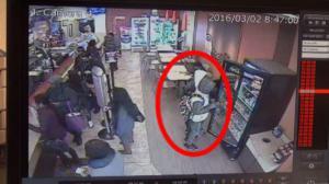 频遭非裔青少年团伙光天化日顺手牵羊  皇后区华人商家痛斥警方不作为