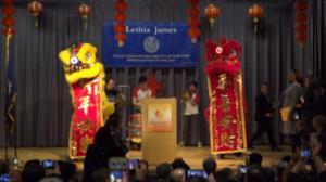 詹乐霞法拉盛图书馆庆猴年 三华人机构获嘉奖