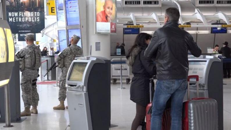 布鲁塞尔恐袭致纽约全城戒备 各大机场加强武装警备