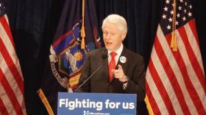 纽约州初选在即 克林顿法拉盛为喜莱莉造势