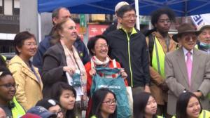 华埠地球日 百名志愿者街头宣讲环保
