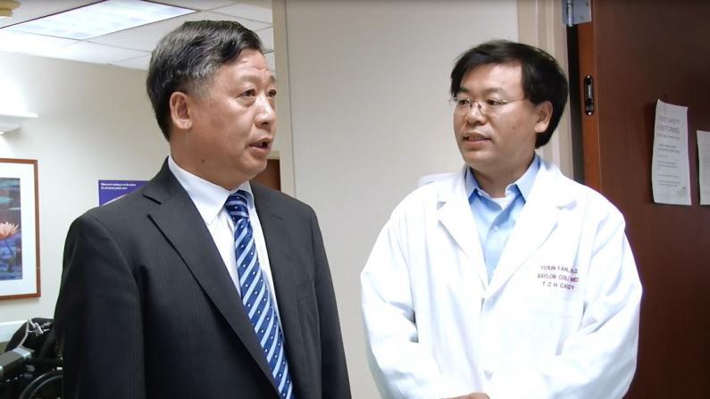 中国驻休斯敦总领事看望受伤留学生 将协助其处理在美治疗事宜
