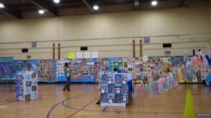 华埠第二小学举办首届美术展 让学生创造美丽 体会感恩