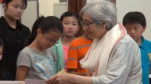 人力中心中文学校毕业典礼 16名学生毕业 逾百名学生获嘉奖