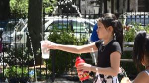 纽约市今日高温逼近百度  避暑中心全面开放 帮助市民抗高温