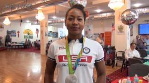 中非混血泳将勇夺奥运银牌  与社区老人共庆荣耀