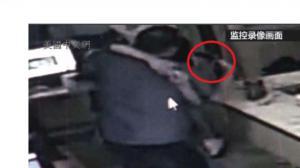 华男网吧斗殴 打输了不服气 率领2名非裔同伴持枪寻仇