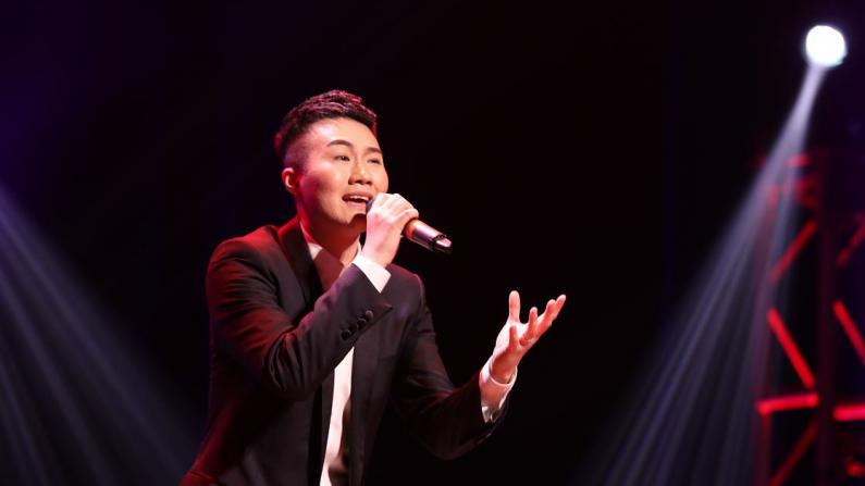 美国大学声总决赛十强、最佳台风奖—Jacky Xu