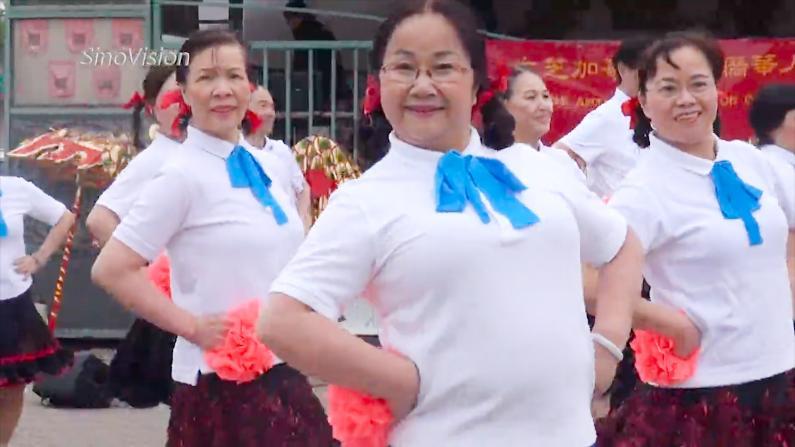 超短裙大妈广场舞