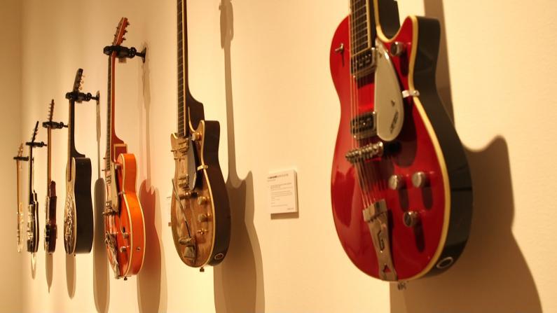 120款吉他罕见亮相 私人珍藏大有来头