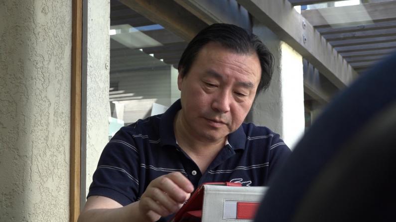 就凭这,他当上了旧金山首位华裔学区委员