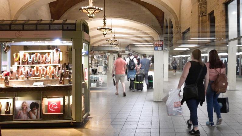 纽约地铁站大改造 一边等地铁一边逛街享受美食
