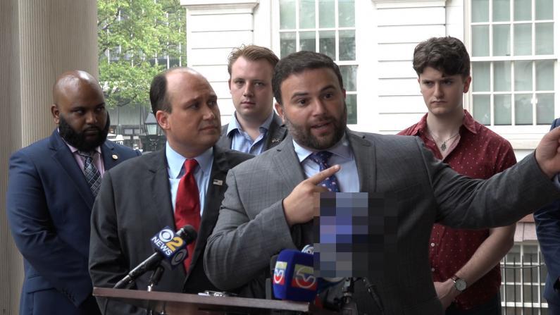 不好好当市长 还竞选总统 纽约市议员喊白思豪辞职