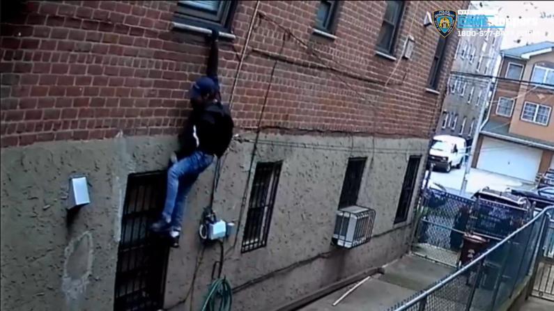 纽约法拉盛小偷飞檐走壁入室行窃