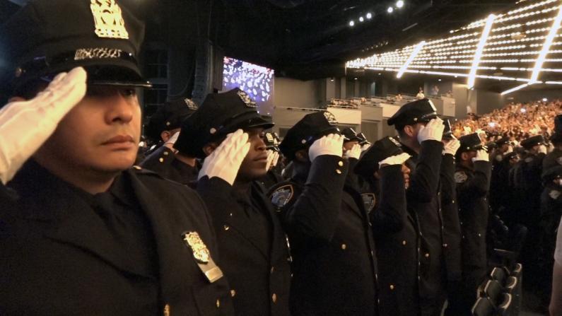 开过餐馆当过会计 我还是想当纽约警察