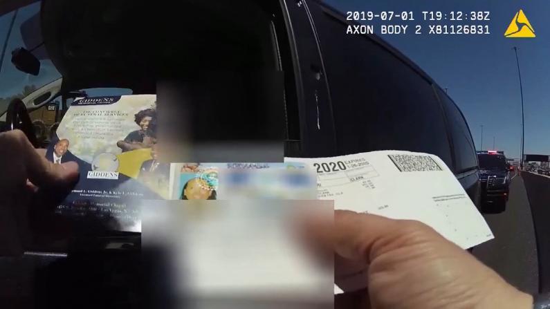 灵车司机这一问,竟让高速警察尬笑起来