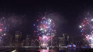 全美最大规模 七万发独立日烟火点亮纽约