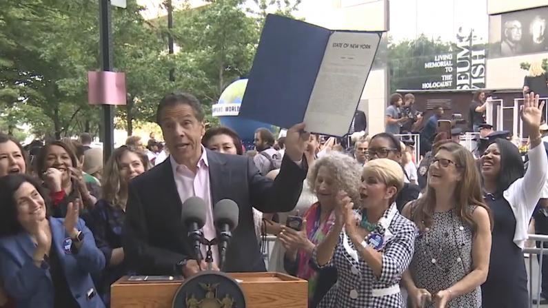 纽约州长女足游行签同工同酬法案 你的权益有这些
