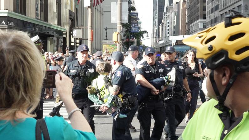 纽约ICE突袭首个周末 引发华人社区恐慌及大规模抗议