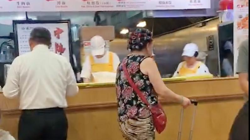 包租婆饿了 要吃饭!
