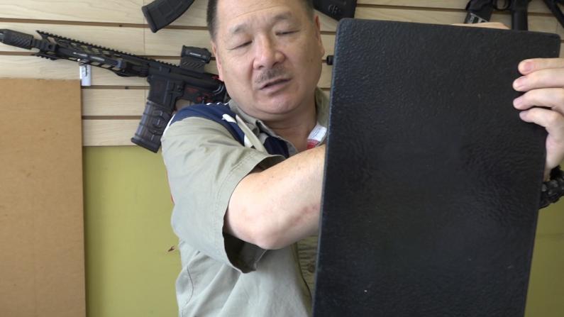 枪案频发 儿童书包防弹板脱销