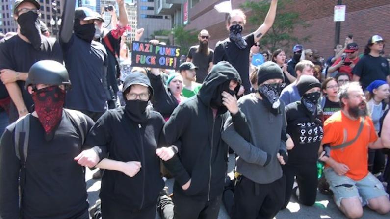波士顿异性恋骄傲游行惹众怒 触发大规模抵制