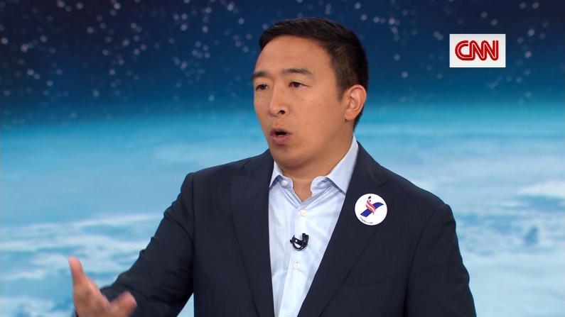 杨安泽为难问题机智作答 CNN逼问:必须开电动车?