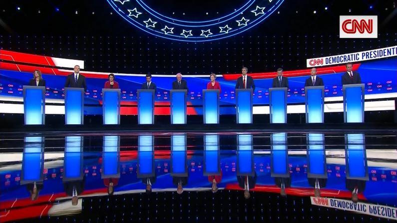 杨安泽站位有看头 民主党第三轮辩论休斯顿登场