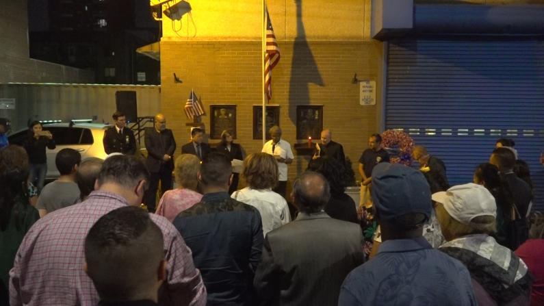 纽约109分局烛光悼念911遇难者