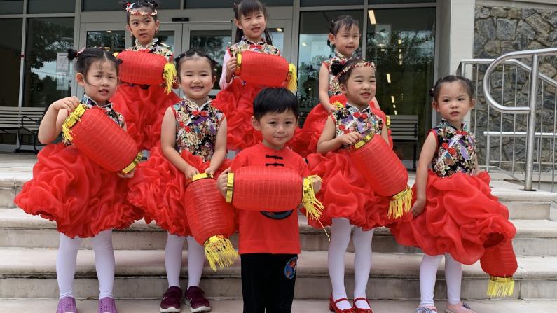 这个组合要火!纽约4岁萌娃SuperM中秋舞蹈