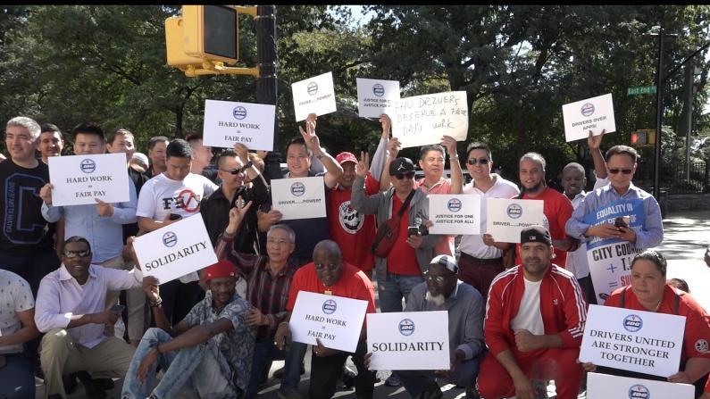 """""""这对我们是毁灭性打击"""" 纽约网约车司机鸣笛抗议"""
