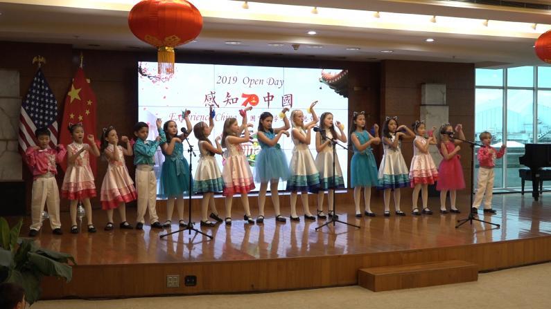 纽约长岛萌娃手舞足蹈演绎网红中文歌《学猫叫》