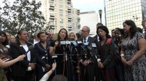 纽约华埠悼念遇害4游民 市府住房和游民政策遭喷