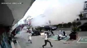 无锡小吃店爆炸致9死 冲击波砸落街对面招牌