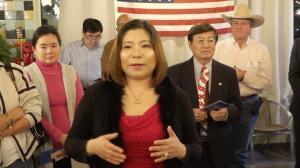 """""""她将创造历史"""" 德州福遍郡首位华裔财务总长参选人获多社团背书"""