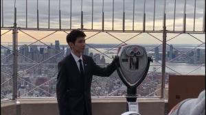 """【先睹为快】TFBOYS王源纽约帝国大厦点灯纪念""""世界儿童日"""""""