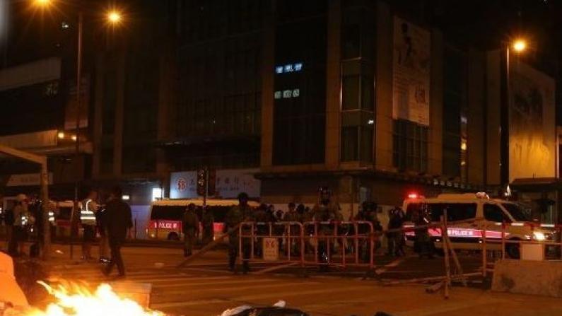 香港暴徒大肆破坏店铺 吉野家等店被砸烂