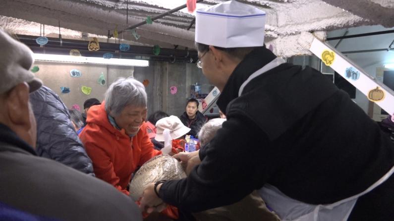 购物季买买买之余 别忘向老人献出你的爱心