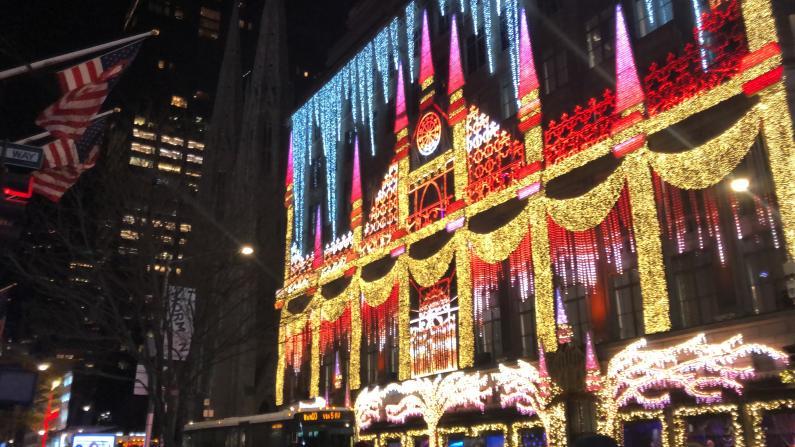 超燃! 实拍纽约5大道冰雪奇缘灯光秀