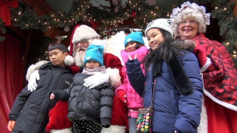 24年的传统 波士顿市长华埠庆圣诞派发礼物