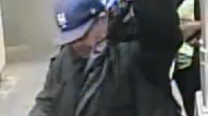 无故连续击打!纽约男子地铁站雨伞攻击被通缉