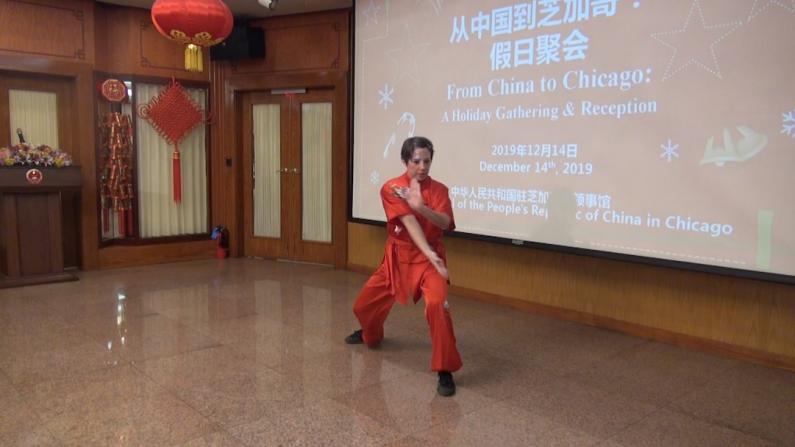 美国人表演中国武术 巾帼不让须眉!