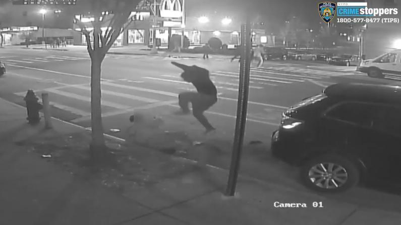 路遇3匪抢劫 纽约1耆老为救同伴被殴致死