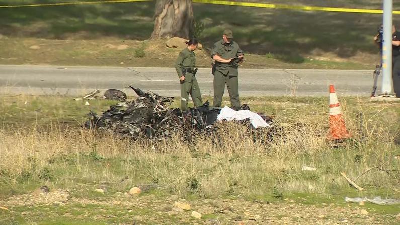 小飞机坠亡事故!南加自制飞机坠毁高速路旁