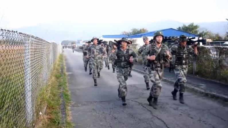 解放军驻港部队新年开训 演练反劫持拘捕行动