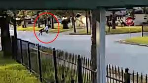 【监控】休斯敦81岁奶奶 光天化日遭暴力抢劫